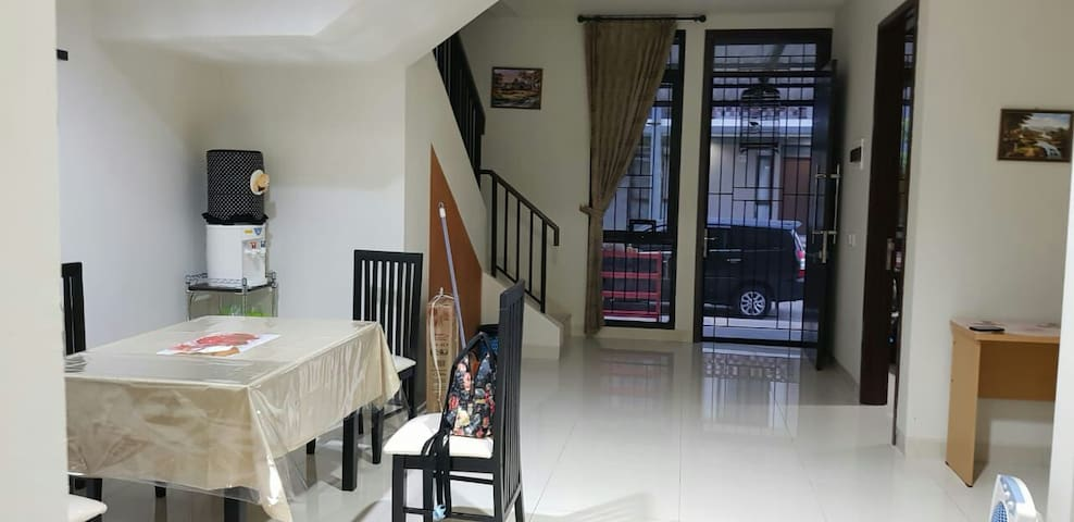FAMILY HOUSE (Single Bed) - Regent Town ICE BSD