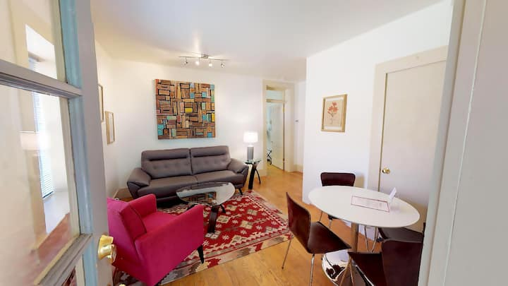 Casa Luna: Short Walk to The PLAZA and 1 Block to The Georgia O`Keefe Museum! 1 Bedroom Casita/Studio.
