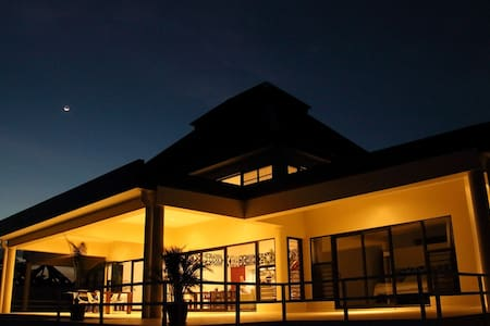 Luxury Pool Villa Fiji - Sleeps 12 - Vuda Point - 別荘
