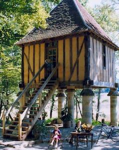 Authentique pigeonnier périgourdin proche Bergerac - Saint-Félix-de-Villadeix - Rumah atas pokok
