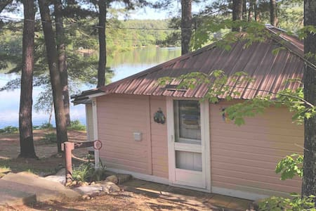 Quaint Waterfront Cottage Great location peaceful