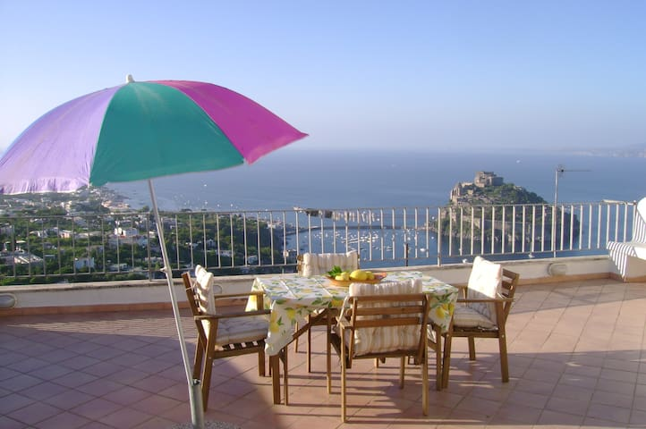 Flat between the hills and the sea - 伊斯基亞(Ischia)