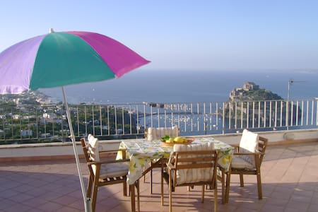 Flat between the hills and the sea - Ischia