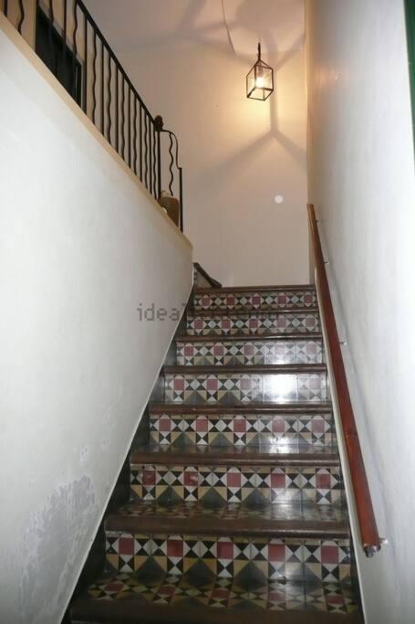 Escalera de entrada desde la calle
