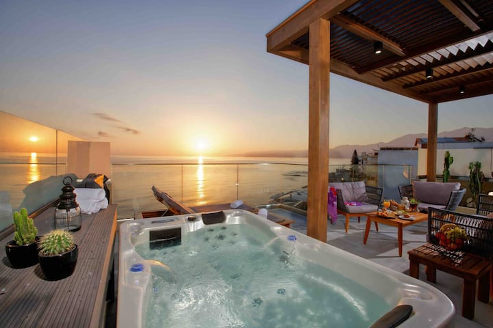 Veranda Seaside with Private Jacuzzi