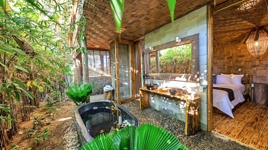 Luxurious private room with tropical bath ( L2)