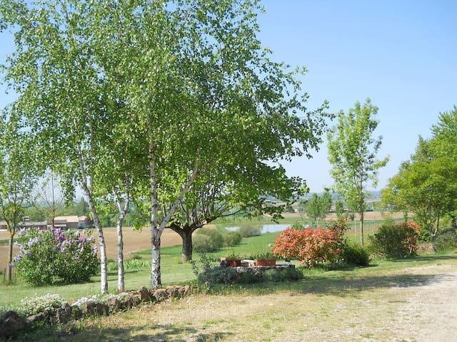 Vue sur lacs  et jardin - Monteils