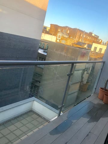 Bright double bedroom in modern flat in Shoreditch