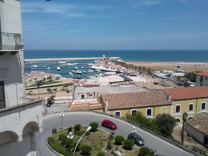 Trilocale in centro storico a due passi dal mare