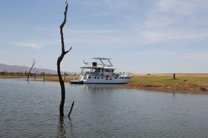 Xepa - Houseboat on Lake Kariba