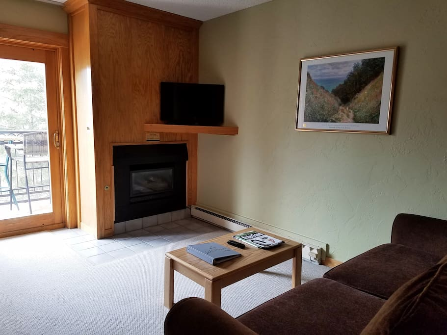 Living Area with 32 inch television and gas fireplace