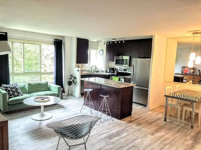 spacious 2br unit in AWESOME location, parking