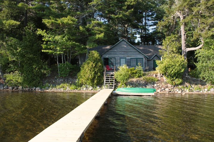 1926 Family Log Cabin on Quiet Maine Lake- Weekly - Eastbrook - Blockhütte