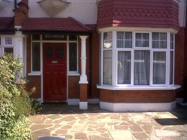 Super attic room in leafy SW London - London - House