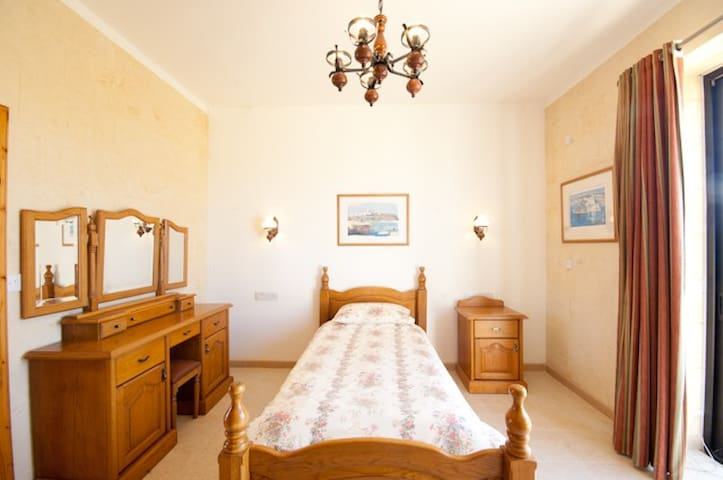 GOZO ,MALTA - SINGLE EN-SUITE ROOM - Ix-Xagħra - Bed & Breakfast