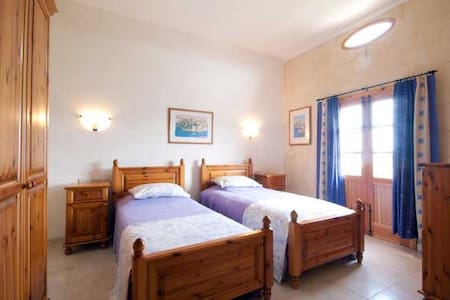 GOZO. MALTA - TWIN EN-SUITE ROOM - Xaghra
