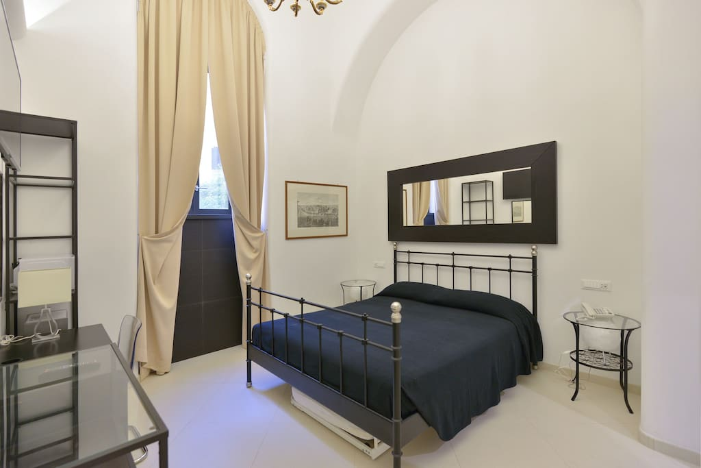Your Studio EnSuite with  double bed, security safe, heating and cooling, wi-fi, cableTV, micro-wave, fridge,  crisp clean sheets, in a traditional building with high ceilings.