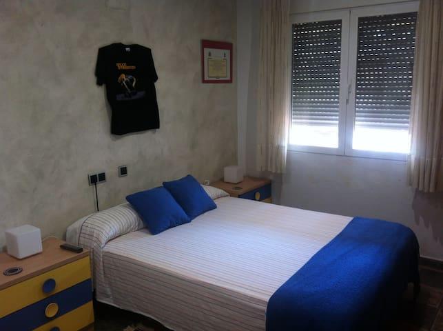 Habitación azul en Murcia Universidades