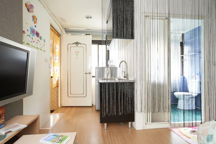 6 cozy suites apartment by designer - 三重區 - Apartemen