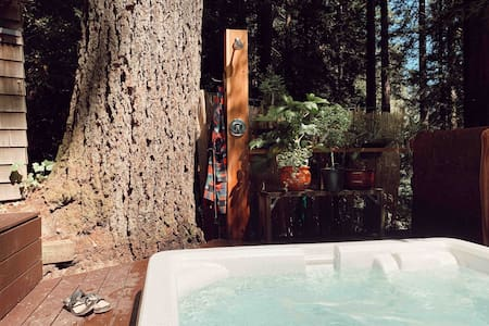 Crow's Nest - Private, Hot Tub, Walk to River