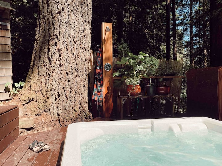 Crow's Nest - Private, Hot Tub, Fast Wi-Fi