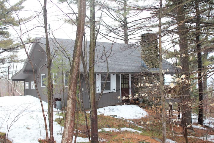 Rustic mountaintop ski chalet cabins for rent in gilford for Ski cabins in new hampshire