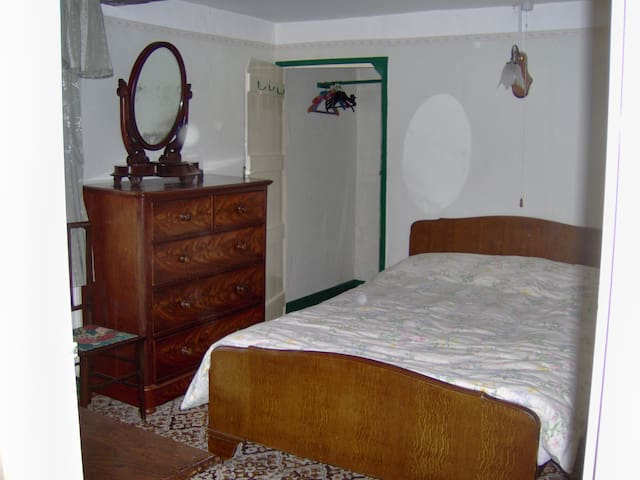 The double bedroom - walk in wardrobe in the corner