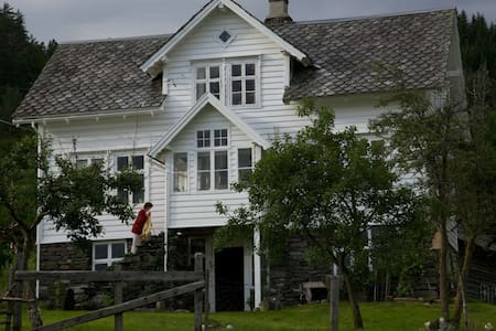 Farm House close to Bergen city - Årland - Rumah