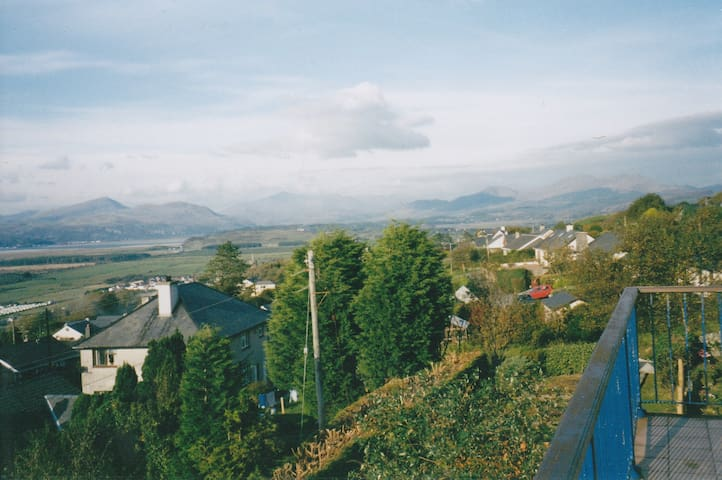 Harlech, place of history & legend [double] - Harlech - Dom