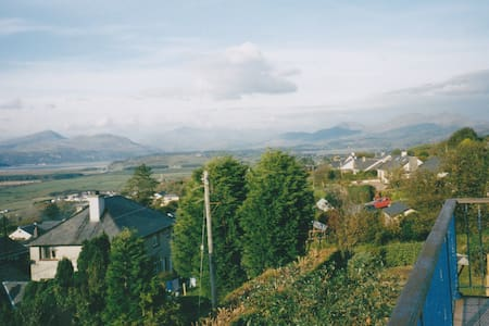 Harlech, place of history & legend [double] - Harlech
