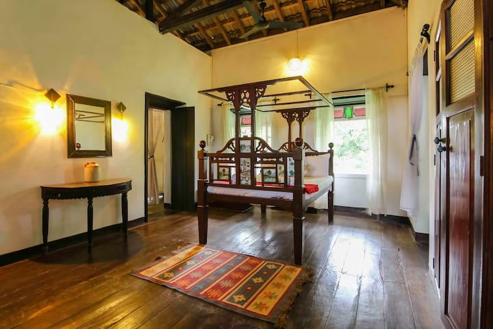 H3 Heritage 150 year old  home with wooden floor