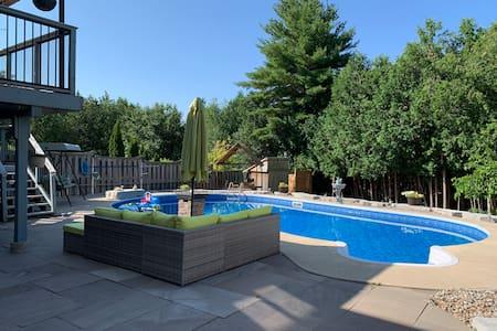 Beautiful Basement apartment with Hot tub & pool