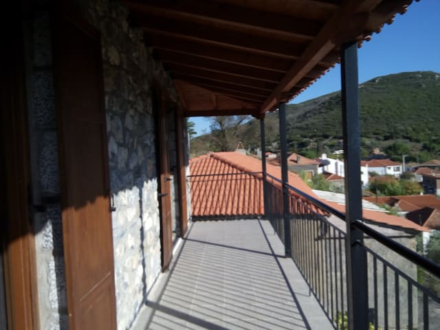 RENT A HOLIDAY STONE-COTTAGE IN LEONTARI