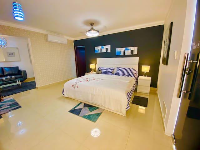 Esta es el espacio para descansar, nuestros colchones son de alta calidad y confort. Con iluminación adecuada a cada necesidad.