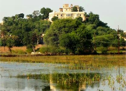 Titardi Garh-18th Century Heritage Homestay
