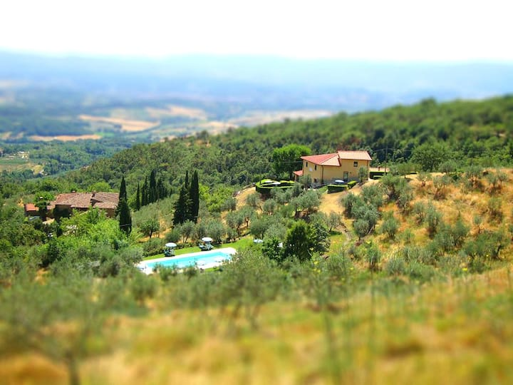 Villa with pool & view near Florence and Arezzo