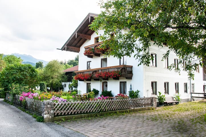Farm holidays, apartment betw. mountains and lake - Bernau am Chiemsee - Apartament
