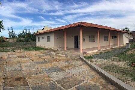 Casa no Coqueiro, 4 quartos, com ar e poço. - Luís Correia
