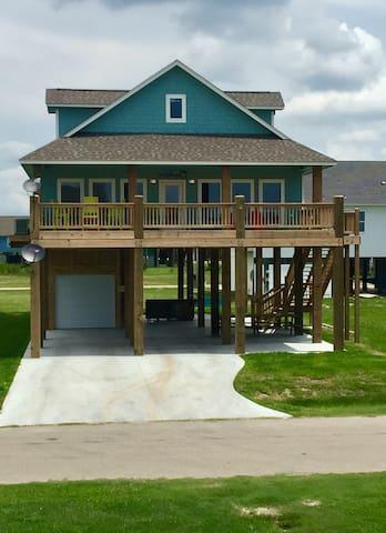 Holiday Hideaway- Crystal Beach, TX - Crystal Beach