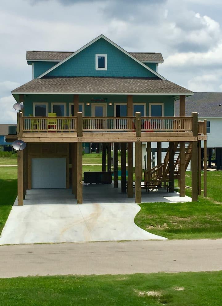 Holiday Hideaway- Crystal Beach, TX