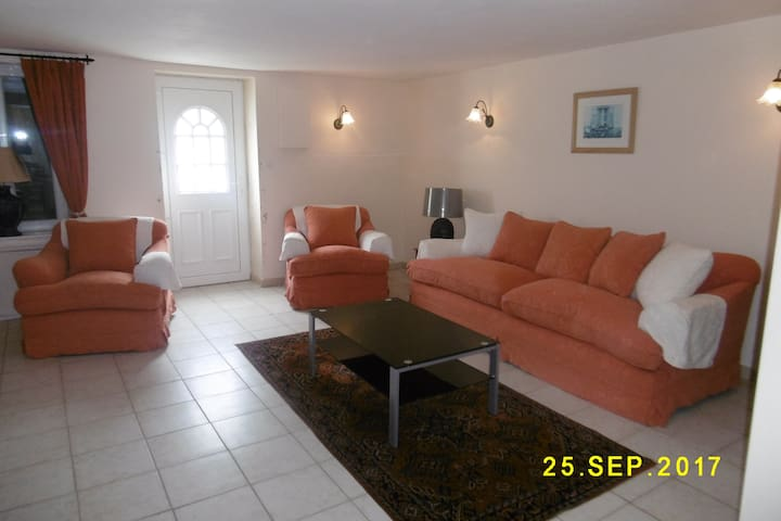 Gite for 6 people calm area in the Vendee