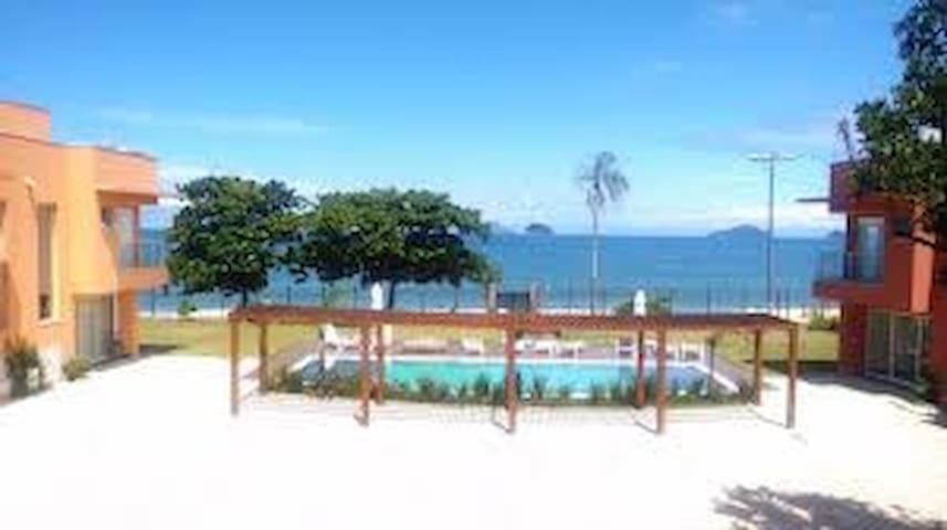 Pé na areia em Boiçucanga ! Paraiso !