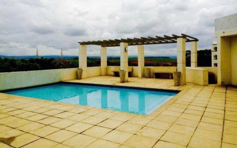 Harrod's Retreat - Central Umhlanga | Pool | Beach