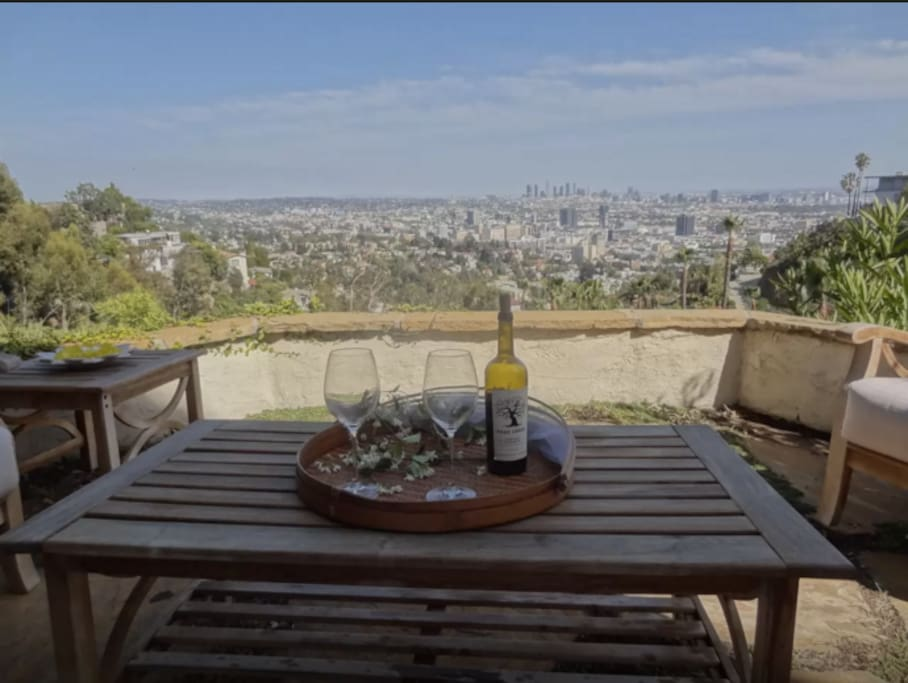 Hollywood jetliner views guesthouses for rent in los for Terrace 6 hollywood bowl