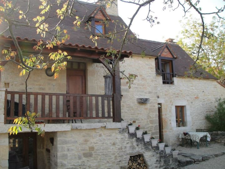 Le Pigeonnier, stone house in Perigord