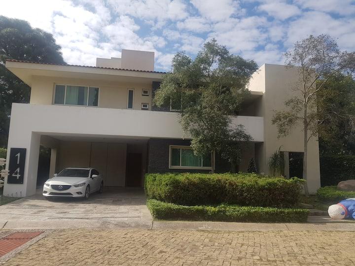 Casa con habitacion privada de lujo