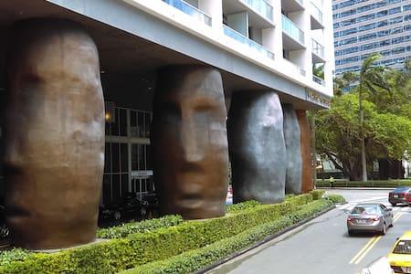 GORGEOUS WATER CANAL FRONT STUDIO BRICKELL - Miami - Condominium
