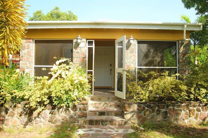 La Dulce Vida - Cozy Cottage Getaway