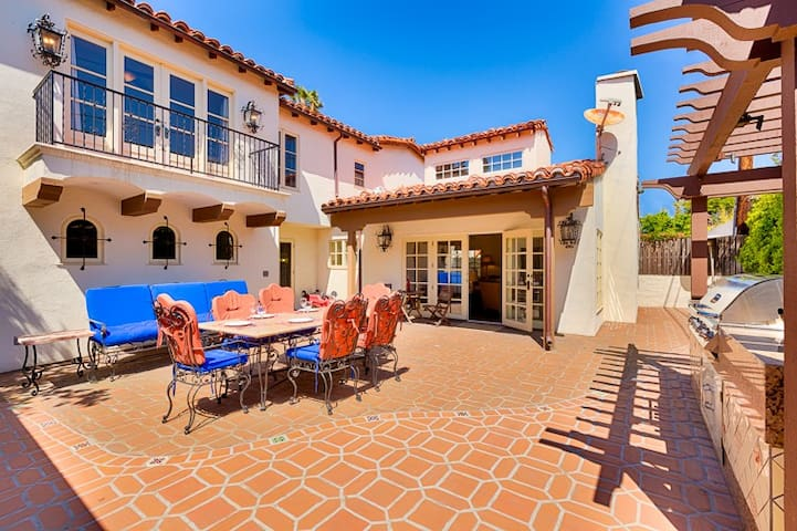 25% OFF NOV/DEC 1-18TH! - Luxurious Home, Steps to Beach w/ Rooftop Deck