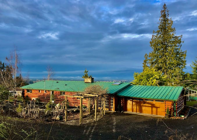 Cozy Authentic Log Home with Hot Tub and Views!!!